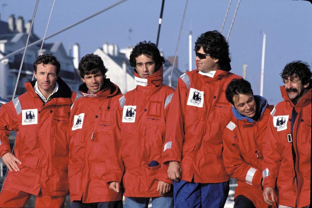 Les équipiers de Commodore Explorer. Marc Vallin, Jacques Vincent, Bruno Peyron, Cam Lewis, Thomas Coville (qui n'était pas à bord de Commodore Explorer lors de cette tentative du Trophée Jules Verne), Olivier Despaigne.