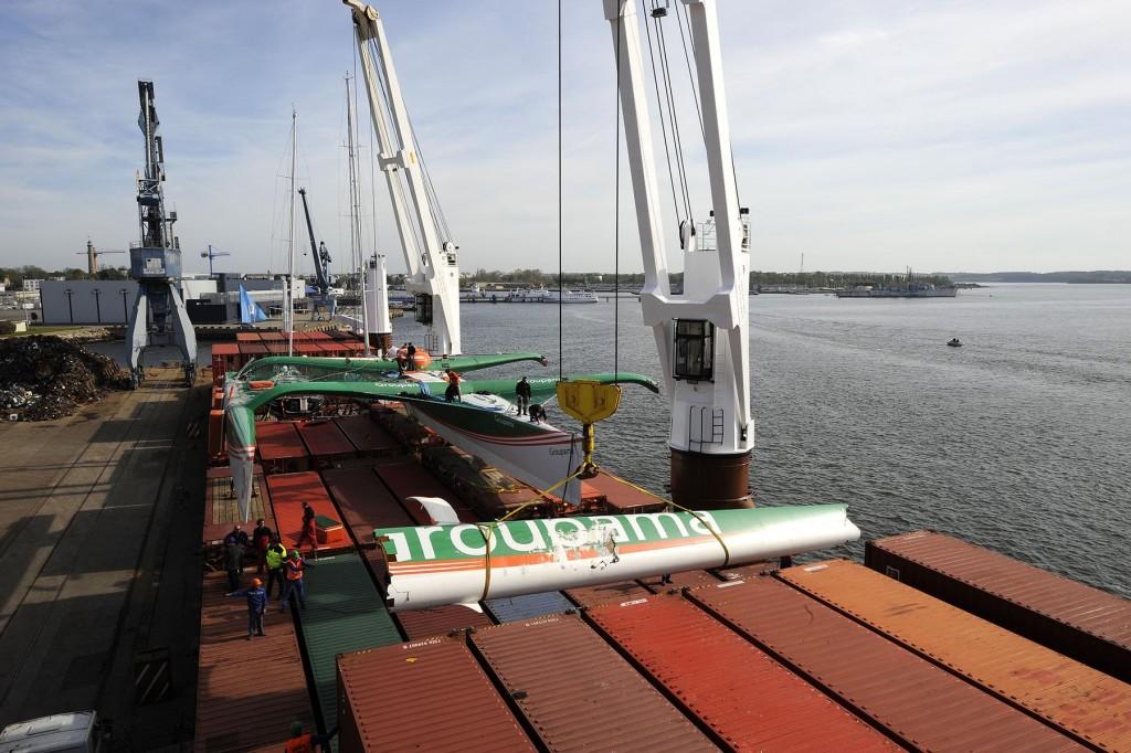 26 avril 2008, arrivée du maxi trimaran Groupama 3 à Lorient après son chavirage lors de sa première tentative. ©Yvan Zedda / Groupama Team