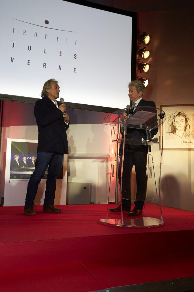 Titouan Lamazou, président-fondateur (avec Florence Arthaud) du Trophée Jules Verne, accueille le Team IDEC Sport ©Jacques Vapillon